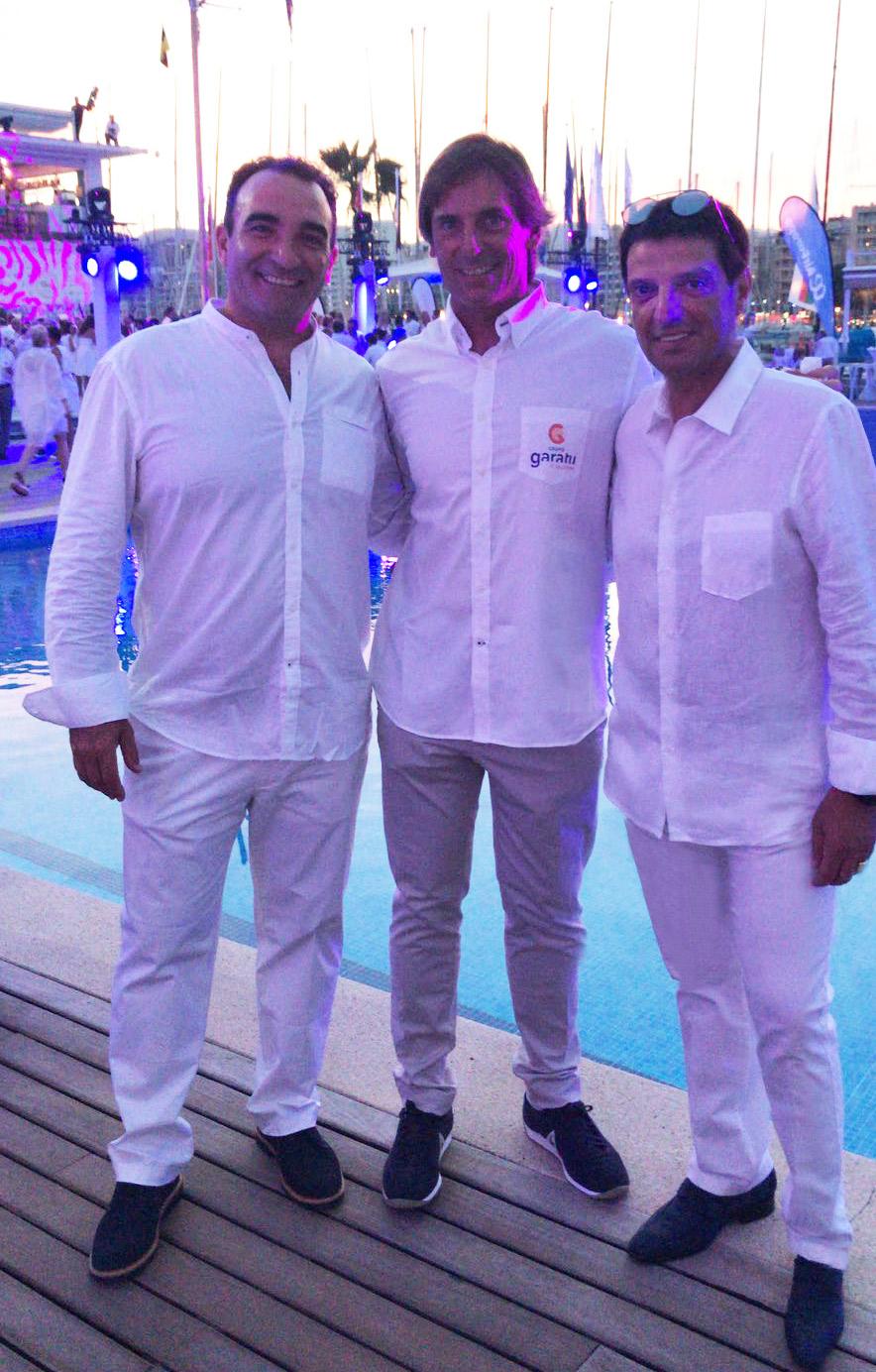 Juan Vazquez de Dios, CEO de Grupo Garatu con el equipo de J80 Iker Almandoz y Eneka Juanena en la cena de Armadores by Mapfre